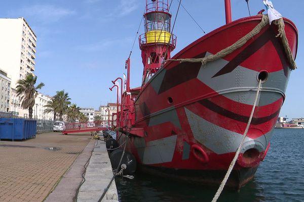 Un bateau-phare pour célébrer Brassens, ce Sétois qui aimait les bateaux et les phares.