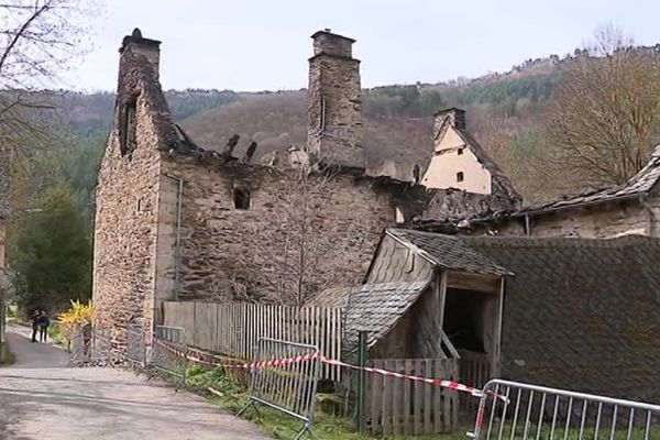 Le moulin de Badaroux à côté de Mende en Lozère a été ravagé par les flammes - 16 avril 2018