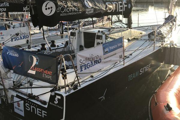 Le Figaro 3 du sablais Xavier Macaire, deuxième de la Solitaire 2021. Personne à bord. Le skipper récupère, chut!