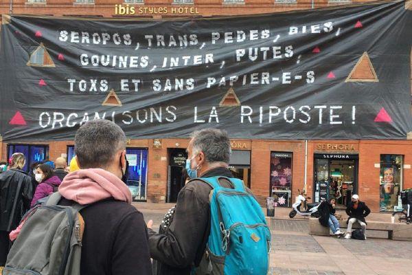 Manifestation de l'association Act Up place du Capitole à Toulouse ce mardi.