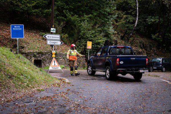 De nombreuses routes secondaires ont été fermées pour cause d'éboulement, notamment en Valais.