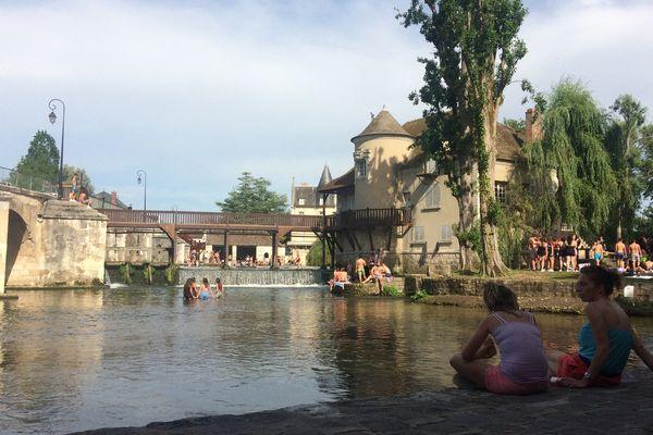 La cité médiévale de Moret-sur-Loing (Seine-et-Marne) est l'une des destinations conseillée par le guide du Routard en Île-de-France.