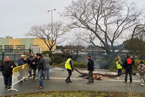 Blocage du dépôt des bus de Lagord (17)