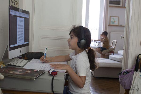 Il faut créer un cadre de travail : respecter les horaires de l'école en adaptant son propre télétravail.