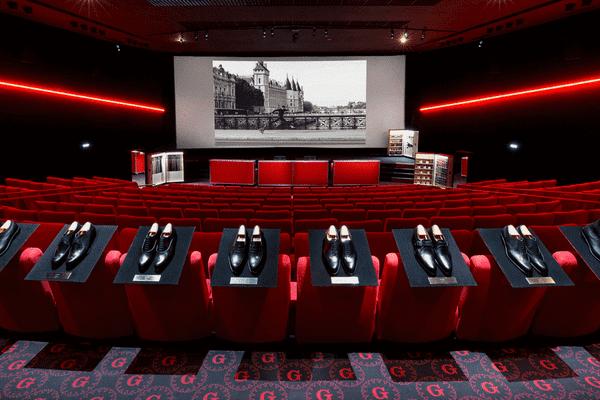 Les modèles phare de la marque Weston sont exposés dans une salle de projection de l'ancien Gaumont Ambassade.