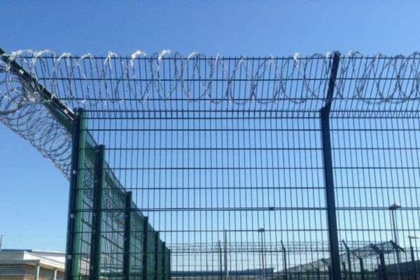 La maison d'arrêt de Saran (Loiret) compte 768 places, un centre de détention et une maison d'arrêt pour femmes. Soit 768 places en tout.  Elle a été inaugurée en juillet 2014.