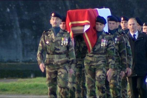 L'hommage rendu à la BA 102 à Thomas Guillebault, caporal-chef de 21 ans, tué accidentellement au Niger