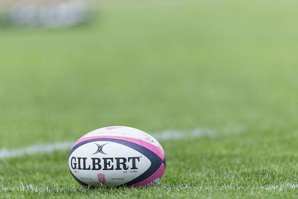 Deux joueurs du Stade Français ont été placés en garde à vue dimanche. Ils sont visés par des plaintes pour violences volontaires et agression sexuelle.