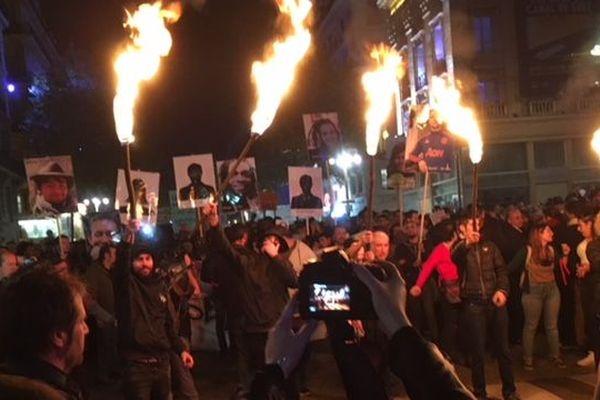 Ils sont des milliers dans la rue a marcher en direction de la mairie pour montrer leur colère contre le mal-logement et l'insalubrité.