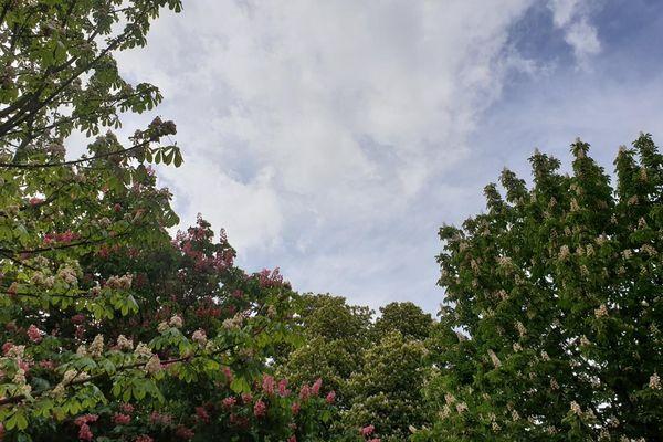 Le ciel est chargé et instable
