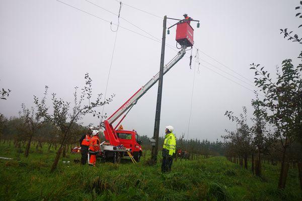 Les équipes d'Enedis ont été à pied d'œuvre toute la journée de jeudi pour réparer les pannes de courant en Normandie.