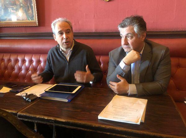 Jean Zuccarelli au côté de Jean-François Paoli, lors d'une conférence de presse du Parti radical de gauche.