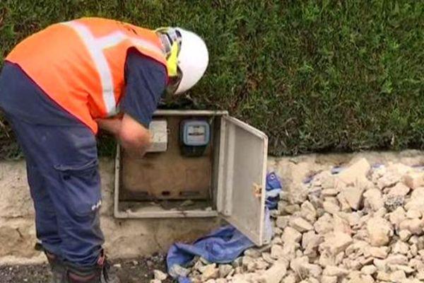 Les agents ERDF s'activent pour remettre l'électricité dans les zones sinistrées par les crues