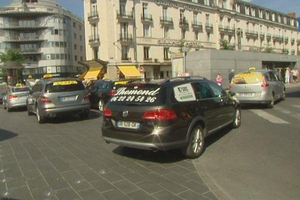 Manifestation des taxis à Tours - 25 juin 2015