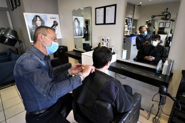 Un salon de coiffure, image d'illustration.