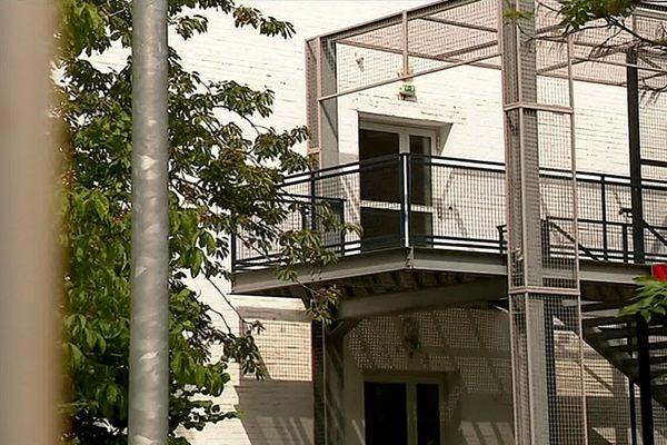 L'adolescente de 17 ans s'est jetée d'un escalier extérieur dans l'enceinte du lycée Guy Mollet à Arras.