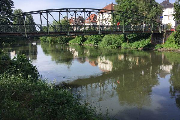 Le calme apparent de la rivière cache des courants potentiellement dangereux.