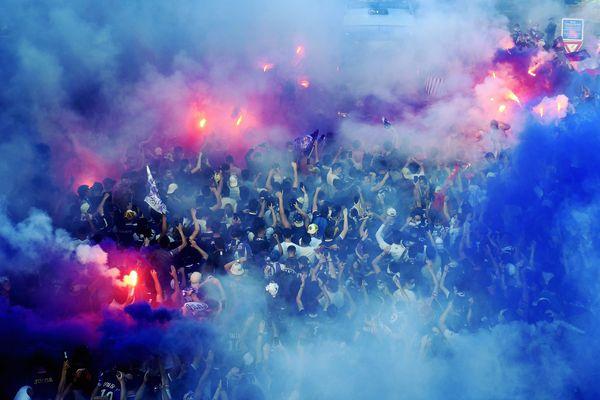 Toulouse - Une vague violette se déverse sur la ville rose lors du match aller de barrage entre le TFC et le FC Nantes. - 27 mai 2021.