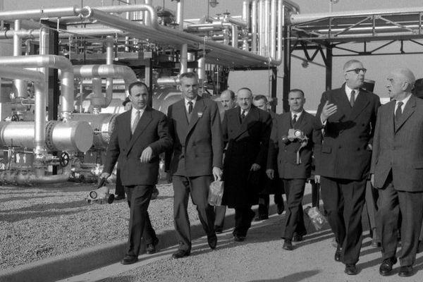 Charles de Gaulle, président de la République, lors d'une visite sur les installations de gaz naturel de Lacq le 15 février 1959