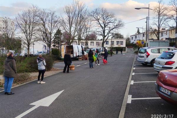 Point de livraison délocalisé sur des parkings pour les AMAP de Lorraine, ici devant la MJC Lorraine de Vandoeuvre.