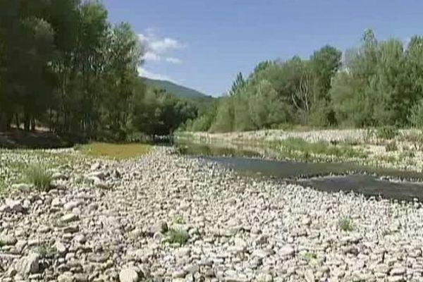 La faible pluviométrie entraîne un déficit des nappes phréatiques sur la plaine du Roussillon.