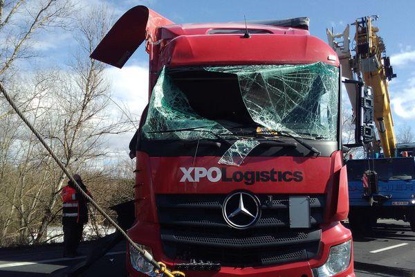 Le chauffeur du camion est sorti indemne de l'accident.