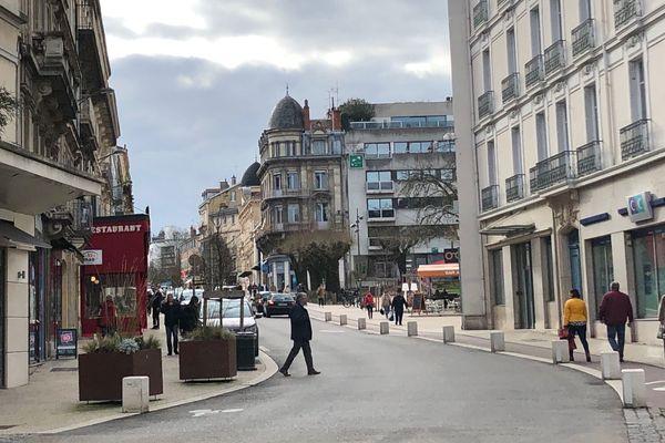 L'avenue Alsace-Lorraine de Bourg-en-Bresse où s'est déroulée l'agression.