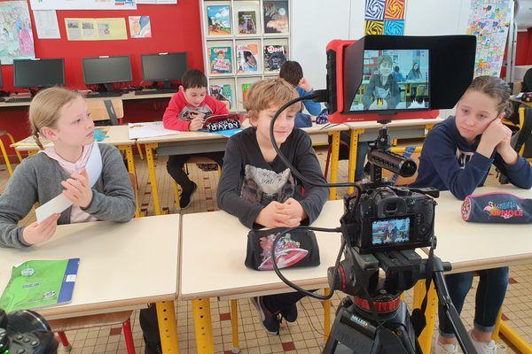 TV LOUSTICS en tournage avec les enfants de l'école Aristide Briand de Couëron (44)