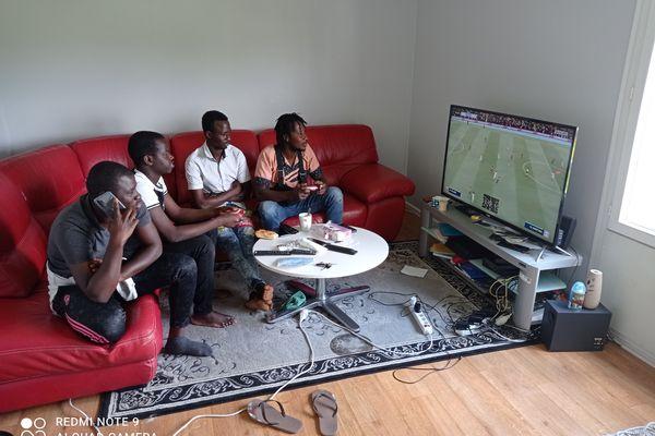 Souleymane assigné à résidence a retrouvé ses amis.
