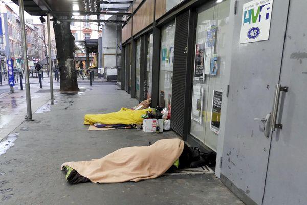 """Selon le collectif """"Les morts de la rue"""", le recensement 2020 est certainement plus incomplet que les autres années en raison des difficultés de remontées d'information liées à la pandémie de Covid-19."""