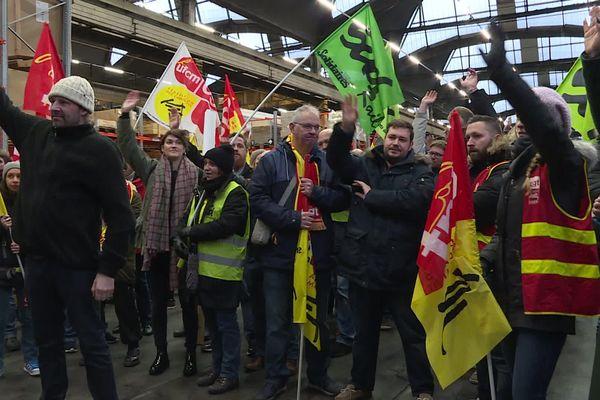 Ici à Caen, grève reconduite pour le week-end à l'unanimité moins 3 voix