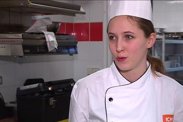 Apprentie à l'institut consulaire de formation en alternance à Bordeaux, la jeune Chloé partira bientôt en Erasmus à Francfort.