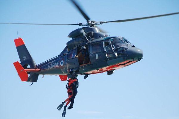 La SNSM travaille en étroite collaboration avec la préfecture maritime et l'hélicoptère de la Marine.