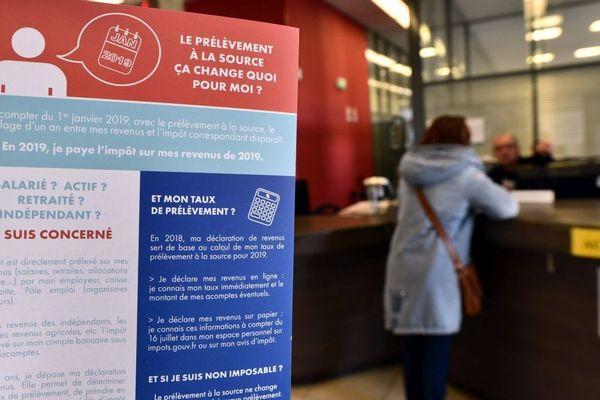 Le prélèvement à la source expliqué aux particuliers au centre des impôts de Vesoul, en Haute-Saône.