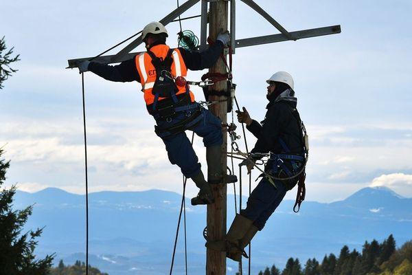 Près de 28 000 foyers auvergnats sont privés d'électricité après les vents violents de cette nuit du jeudi 19 au vendredi 20 décembre.