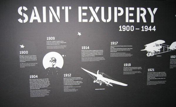Au Bourget, un mur est consacré à la vie de Saint-Exupéry