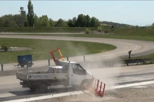 La barrière gardoise peut stopper une voiture bélier de 3,5 tonnes lancée à 50 km/h