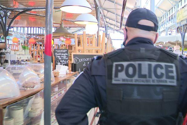 La préfète était accompagné de policiers municipaux et nationaux.