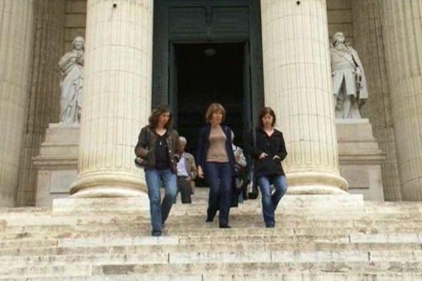 La famille de Léa devant le palais de justice de Montpellier