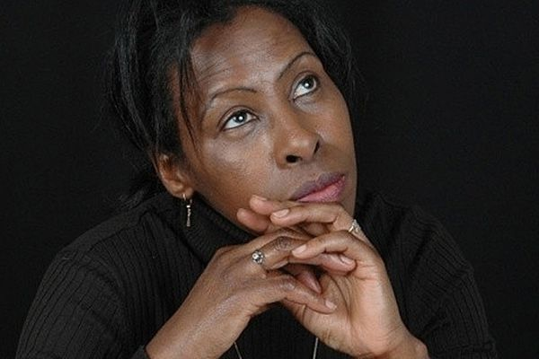 Scholatique Mukasonga qui vit à Saint-Aubin-sur-Mer, dans le Calvados, vient de remporter le prix Renaudot 2012 avec «Notre-Dame du Nil» (Gallimard)