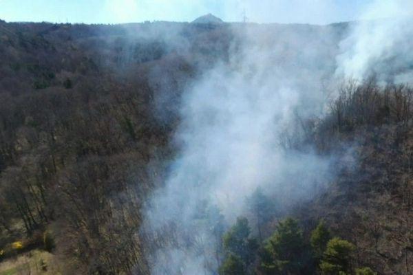 Dans le Puy-de-Dôme, la canicule et la sécheresse sont propices à la multiplication des feux de broussailles.