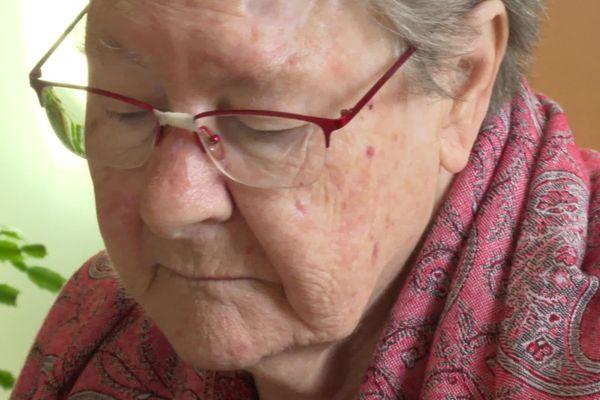 Nicole Petit vit dans un EHPAD, en tant que résidente et personne âgée, elle a envie de faire entendre sa voix jusqu'à l'Elysée