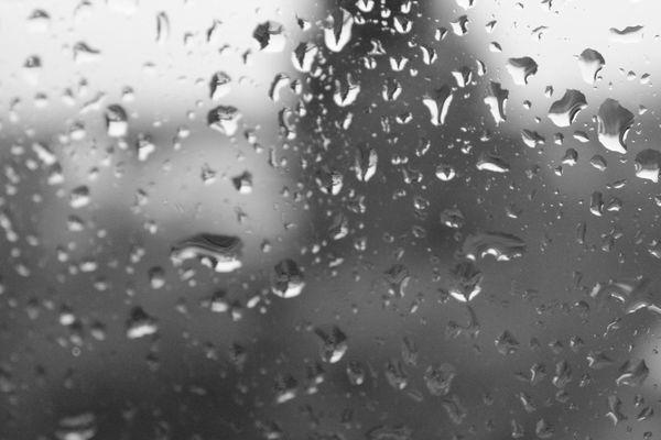 De la pluie sur une vitre...