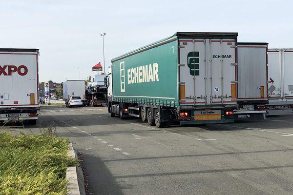 Le stationnement des camions dans la semaine et les week-end fait exploser la colère des riverains et des élus.