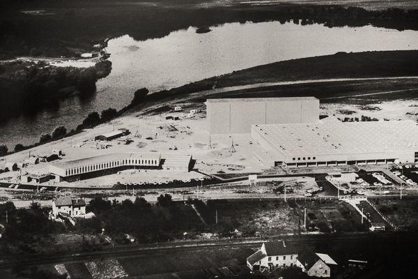 L'usine L'Oréal près de Vichy, à Creuzier-le-Vieux (Allier), autrefois.