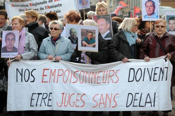 """Une manifestation des """"veuves de l'amiante""""... en 2010 !"""