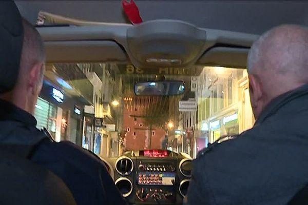 A Perpignan, lors de leur descente dans les bars et épiceries de nuit, les inspecteurs des douanes sont accompagnés par des forces de la police municipale et nationale.