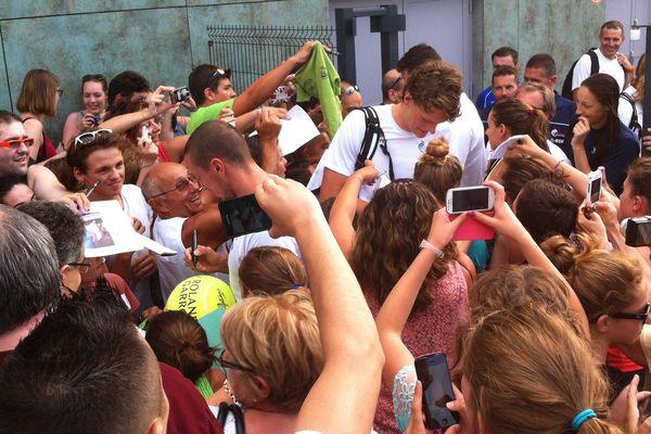 Les nageurs français se sont offerts un bain de foule en quittant la piscine olympique de Dijon, après l'entraînement ouvert au public.