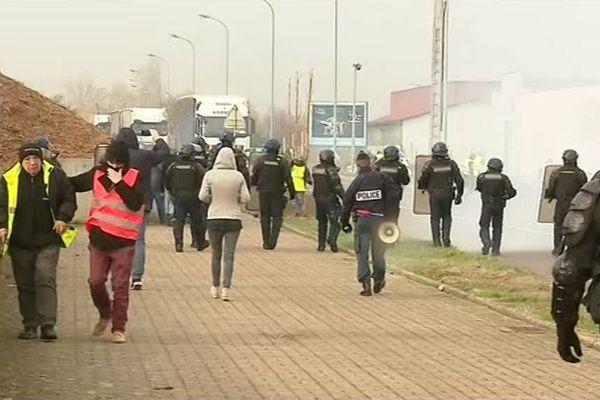 A Vesoul, les gendarmes mobiles ont délogé les gilets jaunes ce mardi 20 novembre.