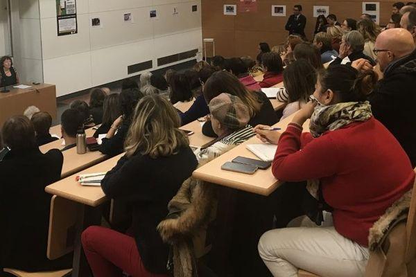Près de 200 étudiants et professionnels sont venus assister à ce forum sur les violences sexistes et sexuelles.